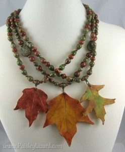 Three leaf pendant necklaces