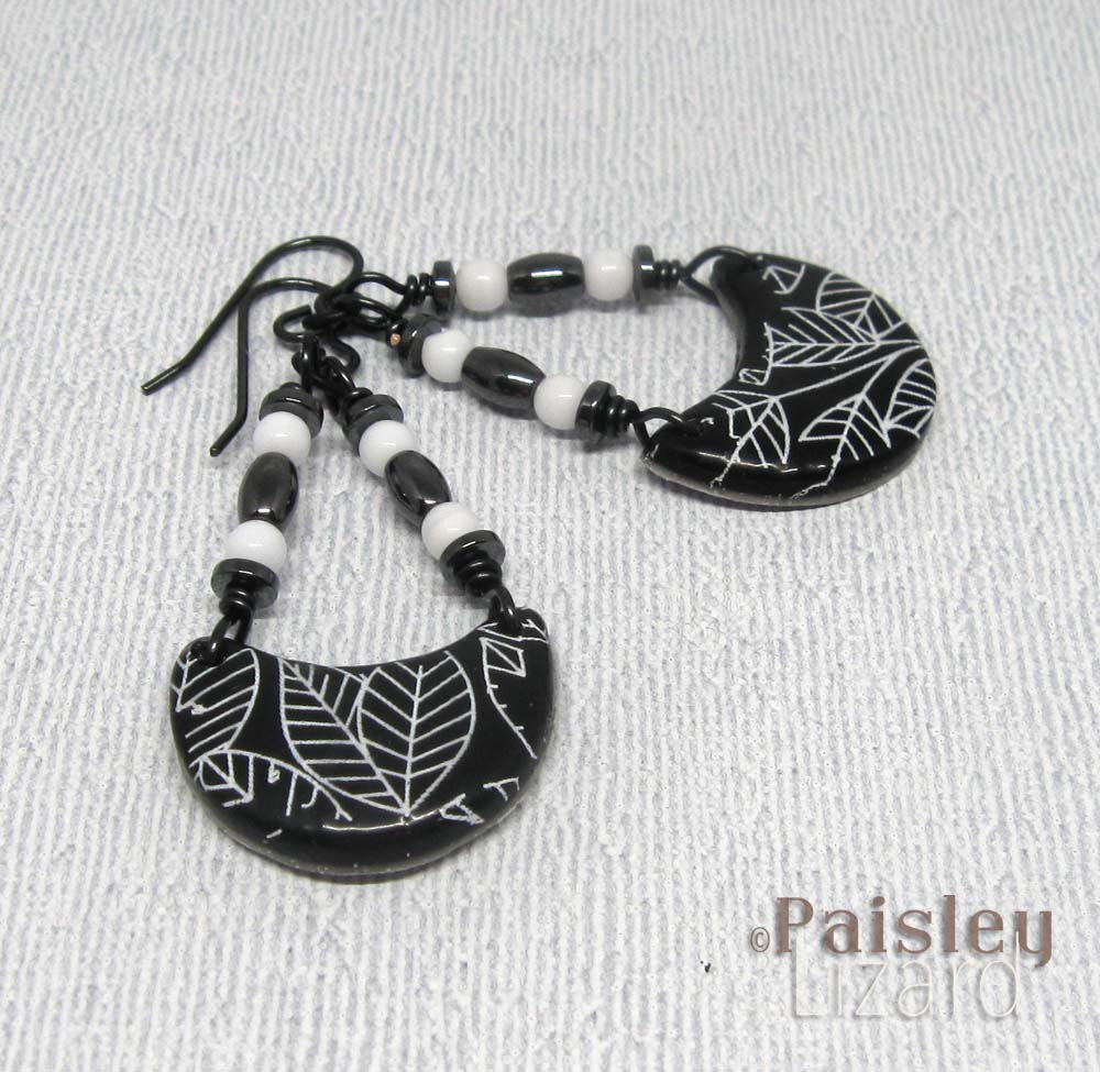 Small leaf print trapeze earrings